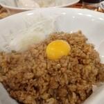 I Love Gyoza アキバの竜王 - みんなでとりわけ黒炒飯。