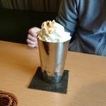 8代葵カフェ - ドリンク写真:キャラメルラテのアイス
