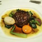 Bonshuman - お肉料理 牛フィレのグリル 野菜のパター煮