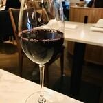MORETHAN TAPAS LOUNGE - 赤ワイングラス