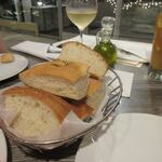 Arancino di Mare - パンはイタリア料理に欠かせないフォカッチャ。