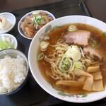 すがい食堂 - 料理写真:ラーメン定食(もつ煮)