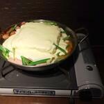 BEONE - 滝チーズトッポギ鍋その1