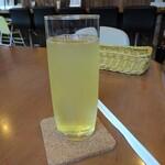 満ぷく処 くぅ - セットの自家製りんごジュース