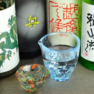 定期的に変わる25~30種類の日本酒!