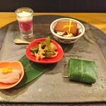 121535152 - 紅くるり大根、とろろ、ナマコ 源助大根とタコの柔らか煮 レンコンと甘とうの炊き合わせ 鴨 笹鮨