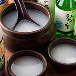 やさい村 大地 - 韓国のお酒マッコリもご用意♪人数が多いときは、みんなでお得な大マッコリをどうぞ!