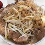 ラーメン荘 歴史を刻め - 豚ラーメン ニンニク少なめ野菜アブラ増し 1,000円(税込)