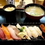 回転寿し魚まる - 料理写真: