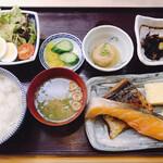 香悦 - 焼き魚にサラダ、小鉢2品とボリュームたっぷり(*≧∀≦*)