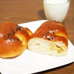 ベーカリー&カフェ ガウディ - いもパン