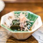 秋田 てんぷら みかわ - 秋田の蕨、滋養卵の黄身醤油