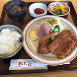 とんかつのツヅキ - 料理写真:カツランチ