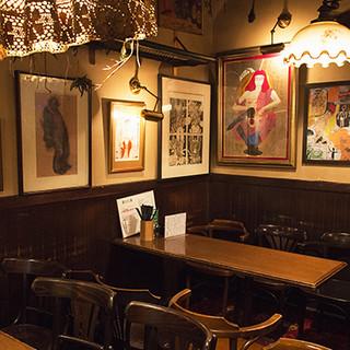 オーナーが愛する絵画を眺めながらお食事をお楽しみください。