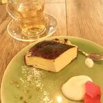 ラニーチーズ - 料理写真:バスク風チーズケーキ 塩と胡椒の相性が抜群です