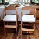 六甲山のオーベルジュnaare - お子様用の椅子。2脚しかないですが・・・。