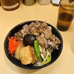 肉のヤマキ商店 - 牛すき焼丼(並)200g