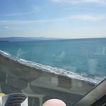 SEA HOUSE - 大きな窓の外には太平洋が広がる