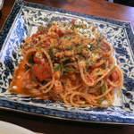 萬や リビングカフェプラス - 料理写真:豚肉とほうれん草のトマトソーススパゲッティ