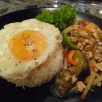 ガルーダ - パッマクワ ナスと鶏挽肉のバジル炒めご飯
