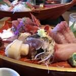 121567858 - 刺身盛り合わせ定食。ここのお店お刺身美味しい!カツオのたたきが特に美味しかったです!
