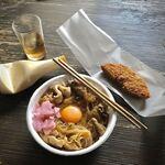 まるせい - すき焼き風肉丼 600円 白身魚フライ 110円 191129 14:52