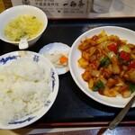 一品菜 - 鶏肉と唐辛子うま煮390円。ライスセット200円。