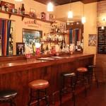 American Dining Bar HI-BRICK - スタッフとの会話を楽しむのも◎