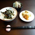 文次郎 - ご飯とおかずにラーメンが付いて600円