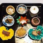 料亭 能登新 - 料理写真:前菜九品、すべてが鮭の料理です。これぞ食文化、ほかの地方では絶対に味わえません