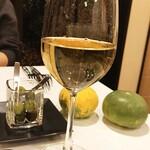Essen - グラスワインは白・赤ともに2種ずつ