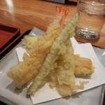 121587122 - 天ぷらは「海老」「インゲン」「ゴボウ」「茄子」「カボチャ」の盛り合わせ
