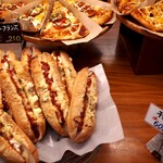 Pannoie - 店内。朝イチからおいしそうなパンが並ぶ。