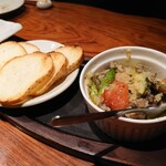 水炊き・炙り焼・鳥料理 博多華味鳥 - ズリのアヒージョ