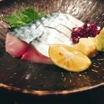 鳥王 - 秋サバの〆鯖刺 680円