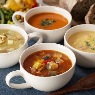 具だくさん4種のスープが仲間入り