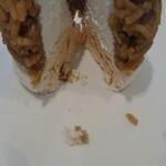 121598190 - 上からたてに切るようにして、メレンゲと生クリームとマロンペーストを同時に食べるとバランス良く、美味。