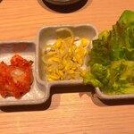 黒毛和牛 牛の膳 - キムチ・ナムル・サラダ