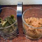 いーとん - 「いーとんスペシャルビーフカレー」2種類の漬物