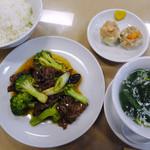 隆蓮 - ランチのB(蘭花炒牛肉、焼売2個+デザート付き)