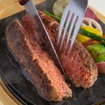 やっぱり肉が好き - 黒毛和牛とろけるハンバーグステーキ_カット
