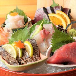市場直送の新鮮なお魚を味わう!自慢のお刺身を日本酒とご一緒に