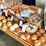 レサンシエル - 料理写真:店内は小さめですが、お客さんが多いです!