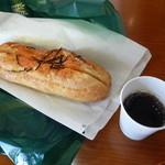 石窯パンの家 グラティエ - 明太フランスとサービスコーヒー