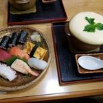 山梨屋寿司店 - 料理写真:ふわふわたまごセット
