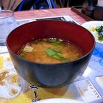 レストラン ワールド - 横から見たお味噌汁