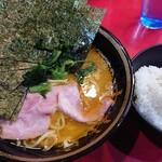 iekeisouhonzanyoshimuraya - ラーメン並+海苔+ライス、黄金コンビ!