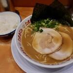 たまがった  - ラーメン・麺カタ(750円)+ライス(平日ランチタイムサービス)