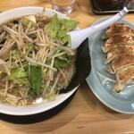 椿ラーメンショップ - 野菜たっぷりラーメン 790円  ギョーザ 190円