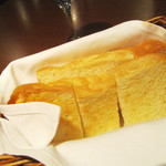 ビストロ シャンパーニュ - ラミのパンは食べ放題。